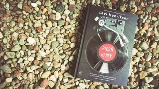 Pieśń harfy, Levi Henriksen